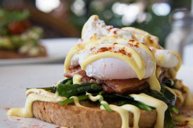 Eggs Benedict Porketta
